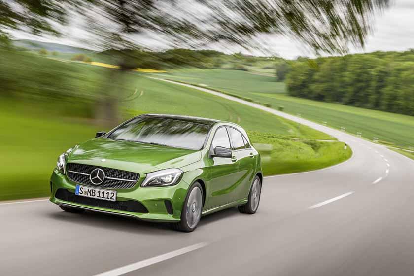 Mercedes-Benz A 220d 4MATIC (Style), elbaitgrün. Interieur schwarz / grün ;  Mercedes-Benz A 220d 4MATIC (Style), elbaite green, Interior black / green;