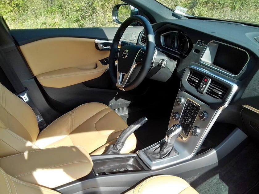 yeni-volvo-v40-t3-1-5-litre-152-beygir-dizel-otomatik-test-surusu6