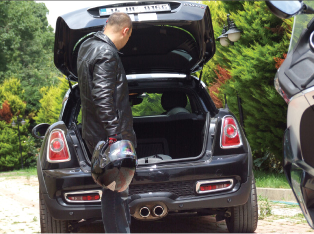 8EB_automobile-magazine-mini-cooper-s-coupe-test-surusu-2013-3