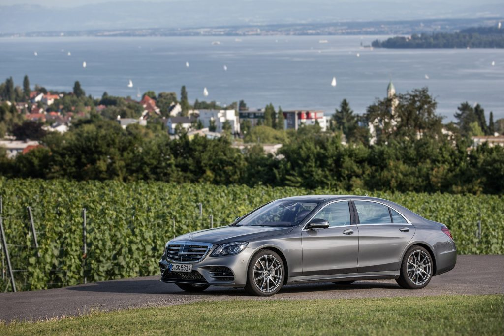 Mercedes-Benz S 500, selenitgrau metallic, Leder Exklusiv Nappa magmagrau/espressobraun, Kraftstoffverbrauch kombiniert: 6,6 l/100 km; CO2-Emissionen kombiniert: 150 g/km // Mercedes-Benz S 500, selenite grey metallic, exclusive nappa leather magma grey/espresso brown, fuel consumption combined: 6.6 l/100 km; combined CO2 emissions: 150 g/km