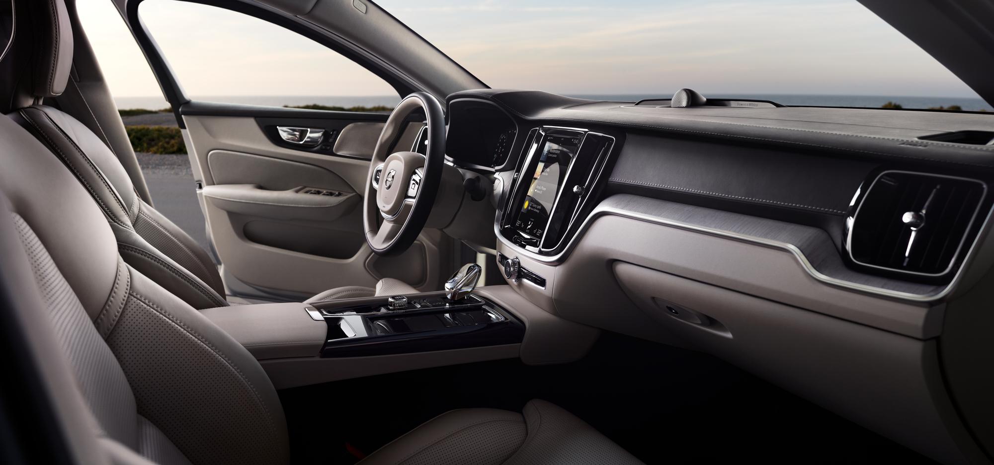 Volvo'nun B5 AWD 2.0 benzinli iç kokpit